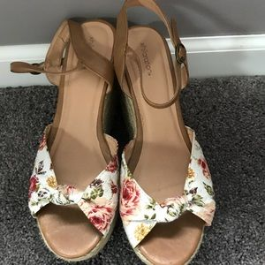 Target Xhilaration 8 1/2 wedges sandals roses